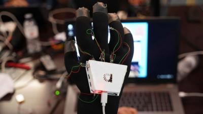 Un guante para percibir el sonido a través del tacto